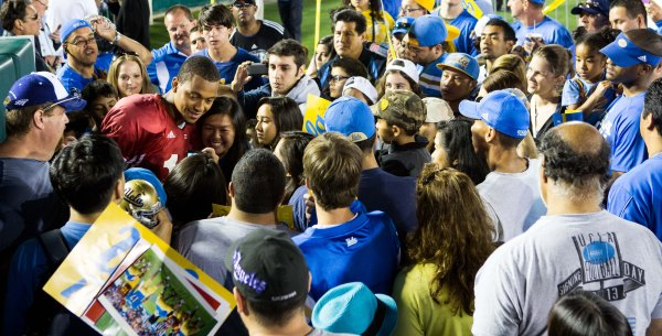 Brett Hundley Getting Plenty of Love from the Bruin Fans